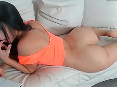 Hot sexy amateur girl shows her amazing bubble ass