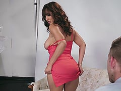 Thick babe Isis Love still loves to receive a good vaginal drilling