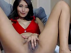 Latina Masturbtes and showing her pussy hole on cam