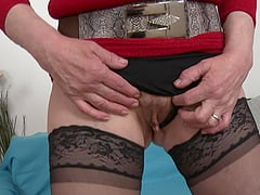 Mature cougar Ryanne rides a dick like there is no tomorrow