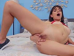 after amazing fingering Izzy Bell is ready to jump on friend's hard cock