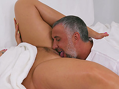 During the massage Julie Cash gets her pussy pleased by her masseur