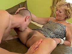old ladie gets cumshot in her pubes after being fucked