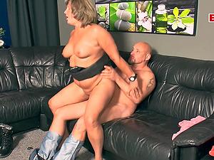 German mature mom fucks with saggy tits