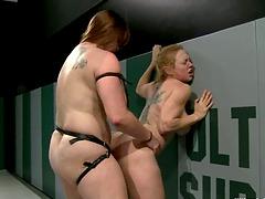Порно лесби страпон татами